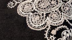 Aanbieding: Kussen Wol Zwart Geborduurd 50 x 50 cm
